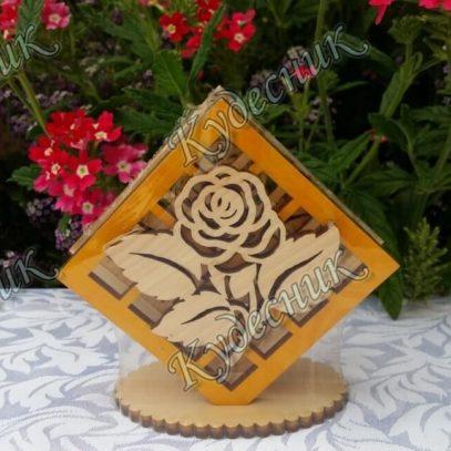 Салфетница из кедра Роза