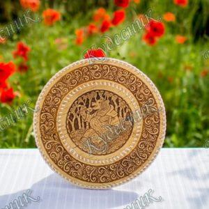 Тарелка из бересты Медведь -музыкант