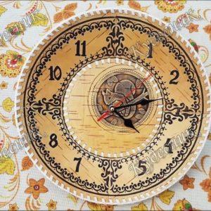 Часы из бересты Д30 Белочка