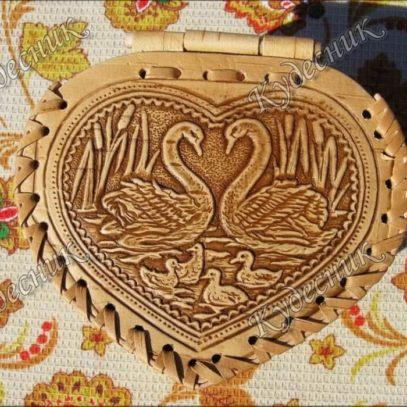 Шкатулка в форме сердца Лебеди