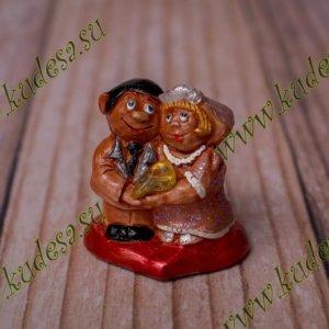 Влюбленная пара с камнем в ассортименте