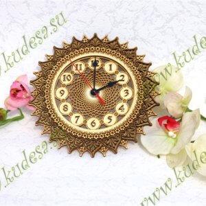 Часы резные Солнышко Д19