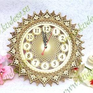 Часы резные Солнышко Д33