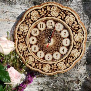 Часы резные Розы