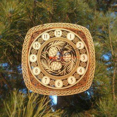 Часы резные Шишки